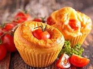 Домашни солени мъфини с чери домати, шунка и пармезан